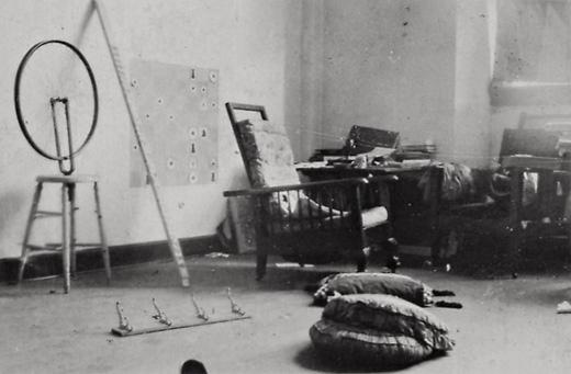 Marcel_Duchamp,_1916-17_studio_photograph